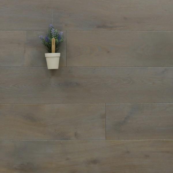 Parkettboden Eiche Barjols aus der Serie Provence, 14 x 190 (220) x 1900 (2200) mm, gebürstet, mit Rubio Monocoat R323 Silver Grey geölt, Välinge 5G Klick Verbindung, Sonderanfertigung nach Kundenwunsch
