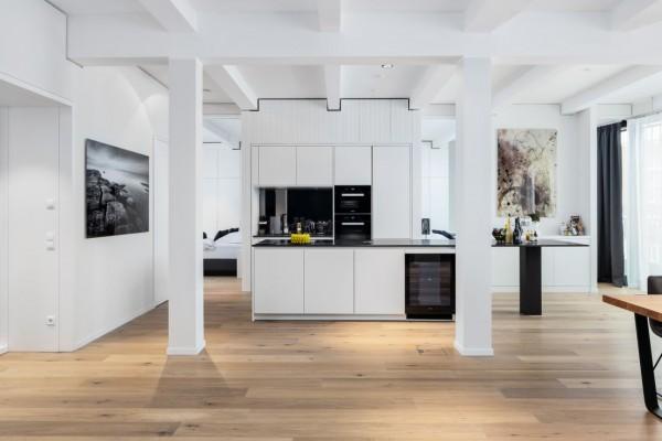 Parkettboden Eiche Rheingau aus der Serie Vinum, 14 x 180 x 2200 mm, Markant, gebürstet, gekalkt, supermatt weiß lackiert, Soft Lock Klick Verbindung