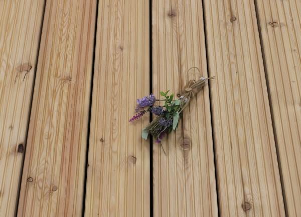 Holzterrasse Sibirische Lärche, 27 x 143 bis 6000 mm, AB Sortierung, grob genutet, 4,70 €/lfm