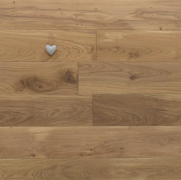 Dielenboden Eiche, Systemlängen, mit Rubio Monocoat R331a leicht weiß geölt, massiv, Kanten gefast, Nut / Feder Verbindung, Sonderanfertigung nach Kundenwunsch