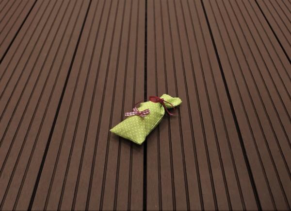 WPC Terrasse massiv, Vollprofil, 22 x 143 bis 4800 mm, Oberfläche grob genutet, Farbton dunkelbraun, 7,90 €/lfm