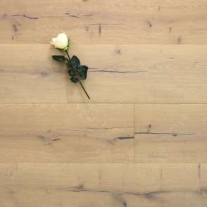 Parkettboden Eiche San Marco aus der Serie Castello, 15 x 260 x 2200 mm, Markant bis Rustikal, mit einem Naturöl weiß geölt, Nut / Feder Verbindung
